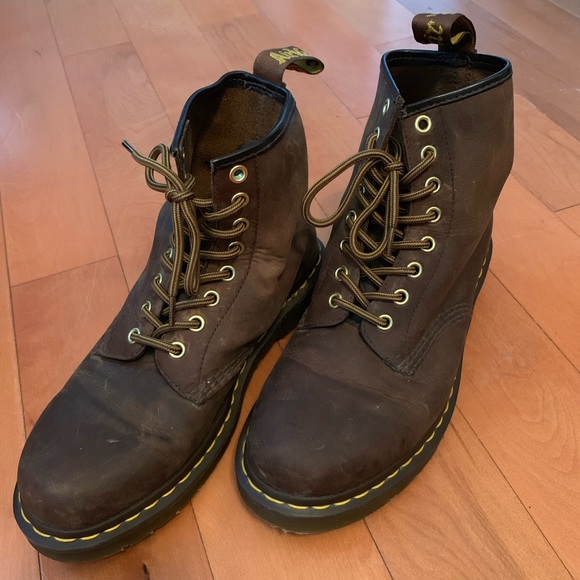 aad779e482d Dr. Martens 8 hole Original brown leather boots